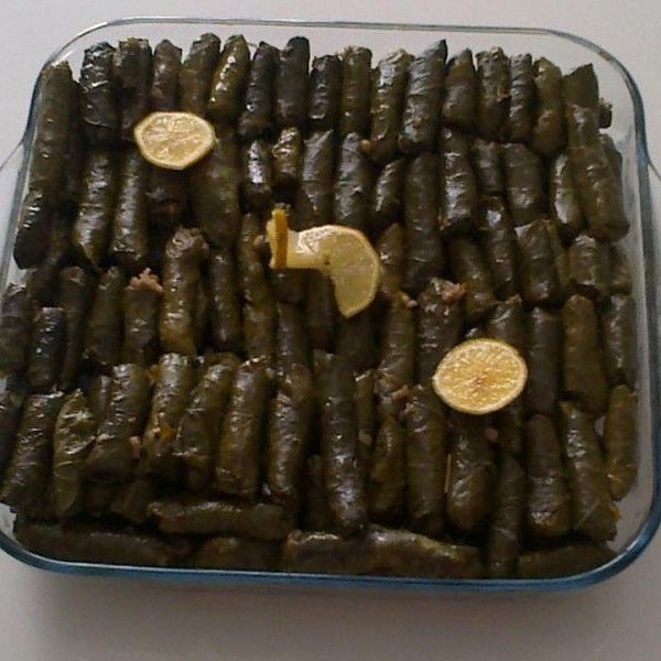 Yemeğim isimli Mutfağımızdan Zeytinyağlı Yaprak Sarma;   İsterseniz fıstıklı üzümlü isterseniz sade ;)