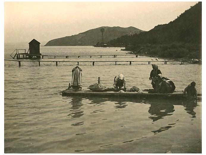 Mosnak a Balaton vizében 1917-ben. Fotó: Kerny István