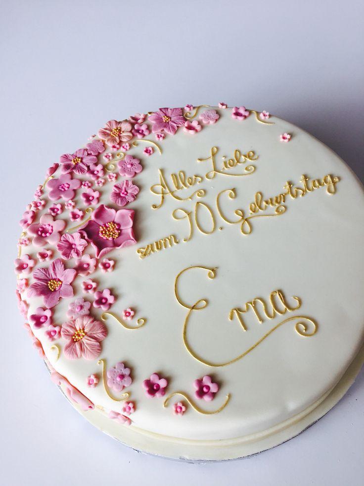 Blumige Geburtstagstorte in altrosa und gold. #birthday #cake #blush #gold #fondant