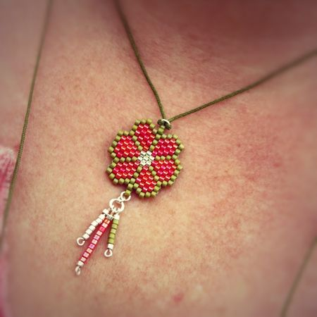 Collier Flower rouge kaki Soline