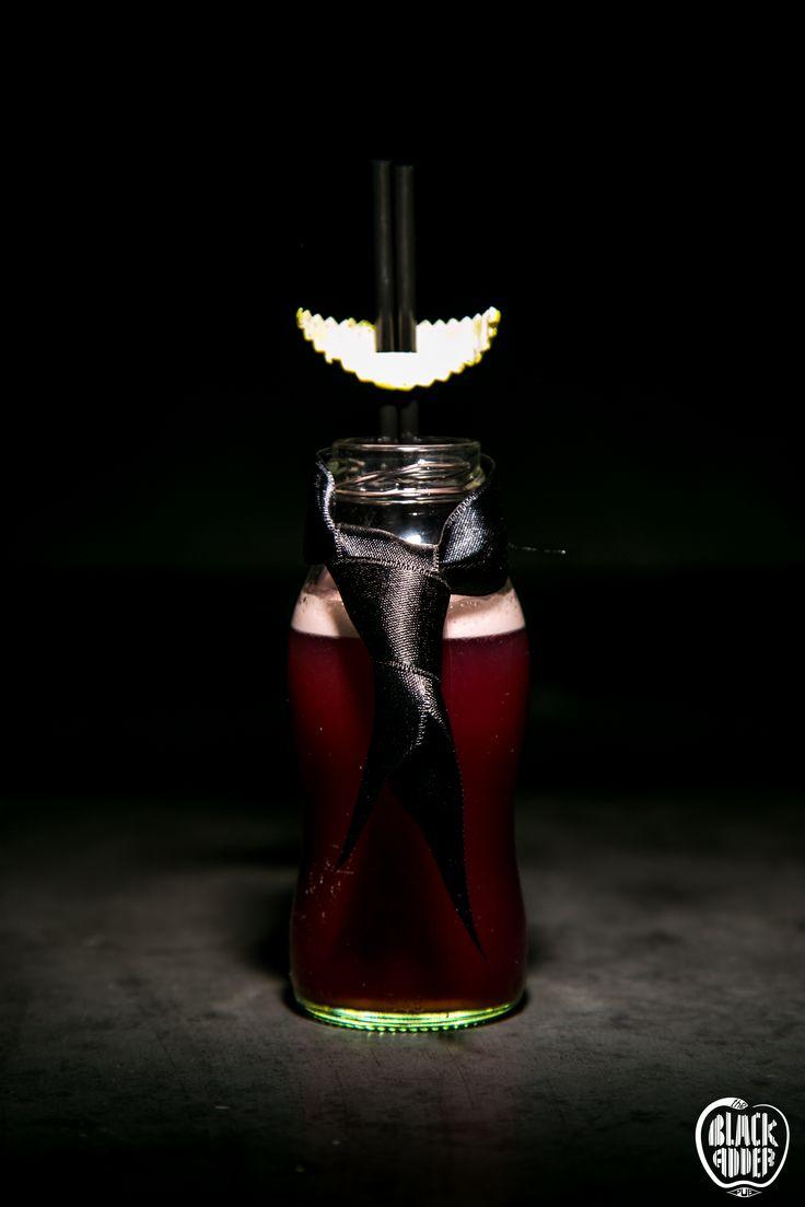 LORD PERCY  Wyborowa vodka, orange curacao mix, lime juice, pomegranate, nutmeg. / Ο λόρδος φόρεσε τη γραβάτα του κι έρχεται ανανεωμένος. Πολωνική βότκα, λικέρ πορτοκάλι, χυμός λάιμ, χυμός ρόδι και τριμμένο μοσχοκάρυδο. #lordpercy #blackaddercocktails #ilovecocktails #wyborowa #wyborowavodka #drinkandforget #royalty #royaltycocktail #lord #theblackadderpub #rhodes #blackadder