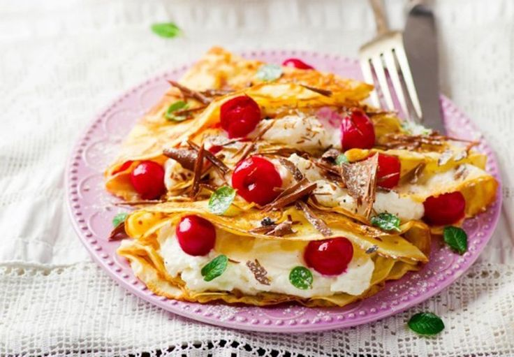PANCAKES WITH COTTAGE CHEESE AND CHERRY