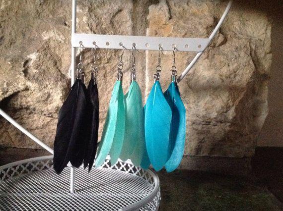 Mooie veren oorbellen. Verkrijgbaar in 3 kleuren!  door RichBracelets, €2.50