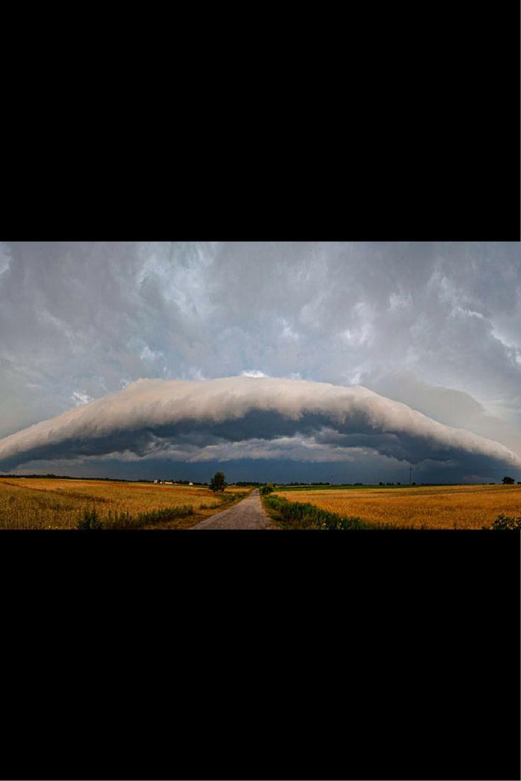 Budzą grozę i podziw. Chmury szelfowe uchwycone przez Reporterów 24. http://kontakt24.tvn24.pl/najnowsze/budza-groze-i-podziw-chmury-szelfowe-uchwycone-przez-reporterow-24,173485.html