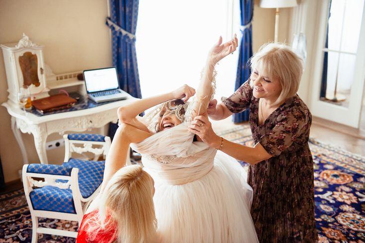 Свадебный фотограф в Чехии: надеть свадебное платье в Chateau Liblice