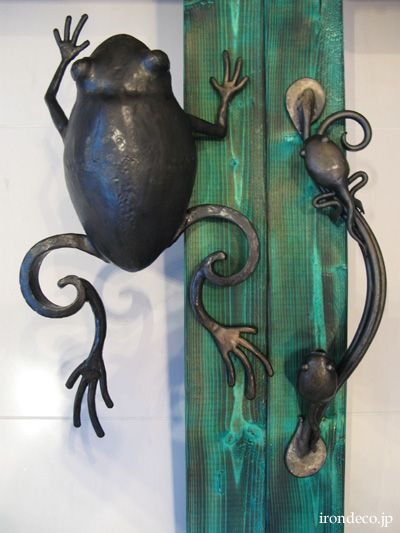 Wrought Iron Frog Door Handle Love this, maybe even on the cupboard under the kitchen sink--a little eye candy