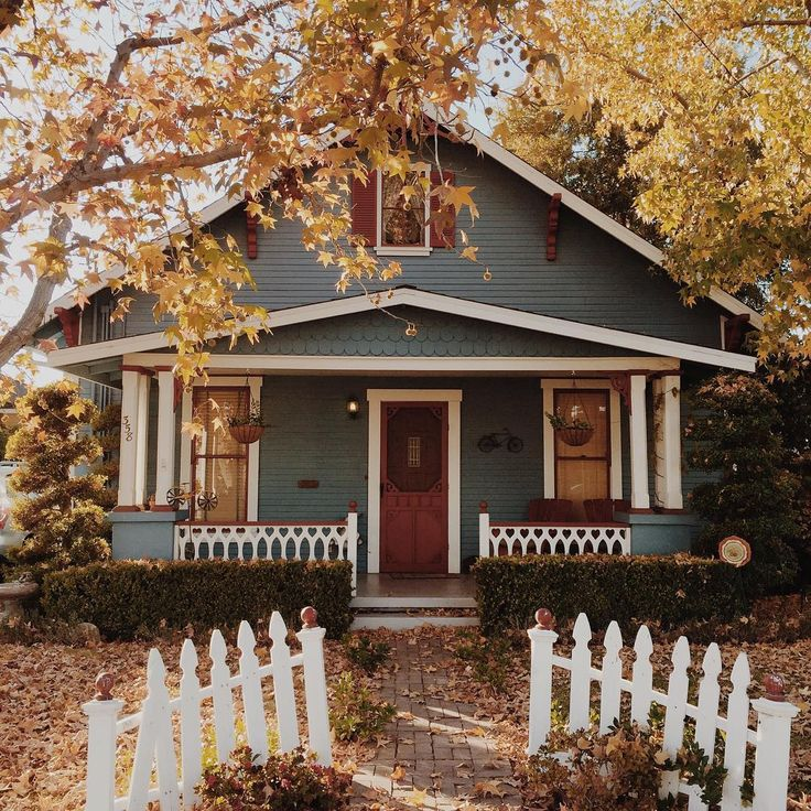 I am head over heels for this house! It just looks so cozy and charming, of course being photographed in Fall is a bonus :)