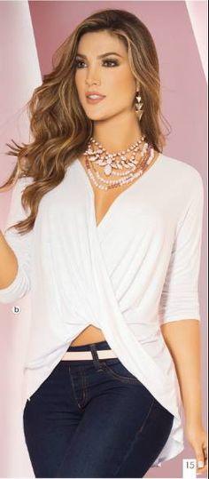 Blusa asimetrica de moda con escote drapeado