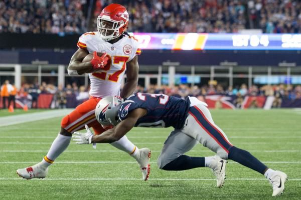 FOXBOROUGH, Mass. -- Alex Smith threw for four touchdown passes, rookie running back Kareem Hunt scored three times after fumbling away the…