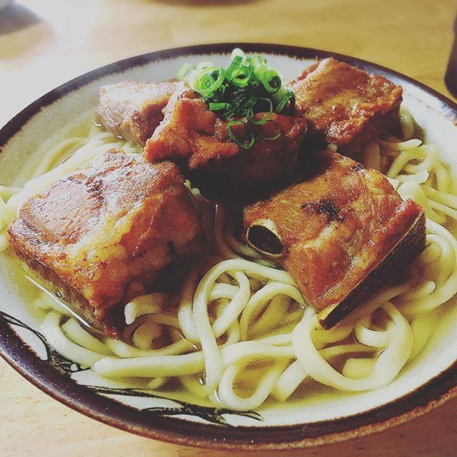 ソーキそばがもうこれまた。 #沖縄そば #ソーキそば #沖縄 #最高かよ #1時間並んだ #山原そば #肉 #スープ #もきなわ #こんにちはの世界
