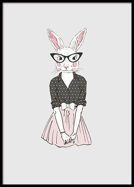Mooie poster/print met een schattig konijn die een roze rok, trui met stippen en een grote bril heeft. Mooie illustratie die goed past in bijv de kinderkamer. Deze poster heeft een grijze achtergrond en past mooi in een zwarte of witte lijst. We hebben een breed assortiment van posters en print voor kinderen en jongeren. www.desenio.nl