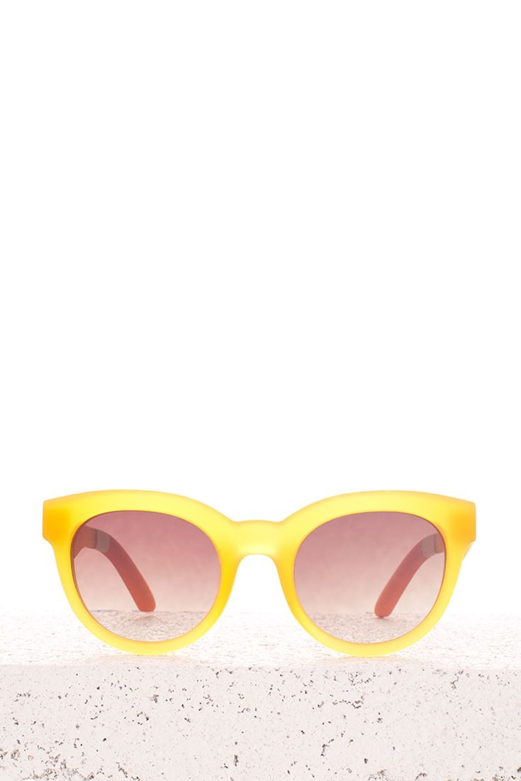 Take these yellow TOMS Florentin sunglasses anywhere. The TRAVELER by TOMS collection is designed to provide long-lasting durability, comfort and fit.