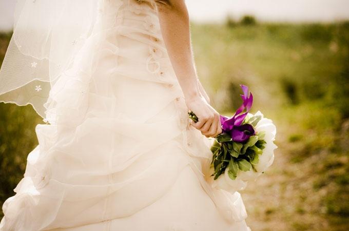 Vuoi condividere con parenti e amici i momenti più belli del vostro amore? Dalla rivista patinata al sito dedicato alle tue nozze, ecco come realizzare il racconto della vostra vita a due.... clicca la foto e leggi l'articolo!