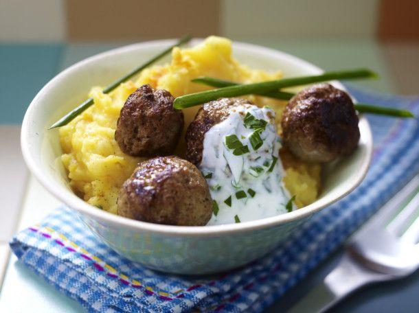 Unser beliebtes Rezept für Kürbis-Kartoffelpüree mit Hackbällchen und mehr als 55.000 weitere kostenlose Rezepte auf LECKER.de.