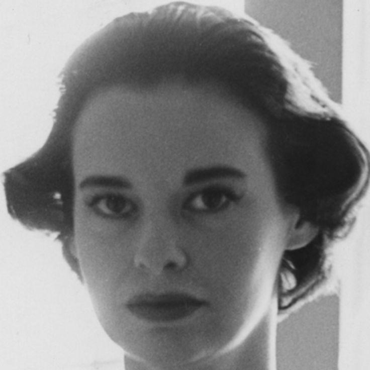 Biography.com explores the dramatic life of fashion designer, artist and socialite Gloria Vanderbilt.