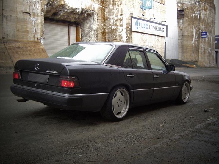 """Mercedes W124 300E ( zwart ) Auto nr.7 met """"grote"""" AMG velgen. Voor die tijd een beest van een auto, ingeruild toen ik m'n eerste porsche kocht. Kenteken: EDH-121"""