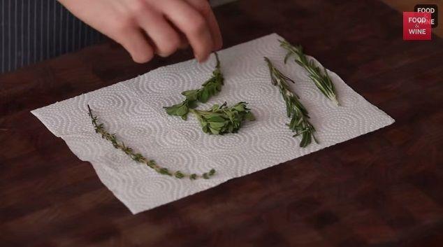 Come essiccare le erbe al microonde -