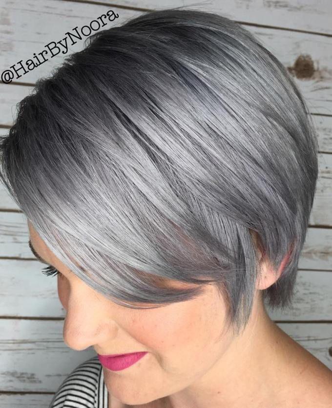 A continuación puede encontrar los más hermosos estilos de pelo corto gris y plata para el otoño. Wow… ¡Qué son todas hermosas!
