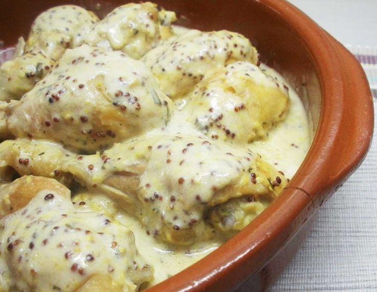 Pollo a la mostaza y yogur  INGREDIENTES:  - 6 trocitos de pollo (muslos y cuartos) - 2/3 cs de mostaza antigua - 2/3 cs de queso batido 0% o yogurt en su defecto - sal