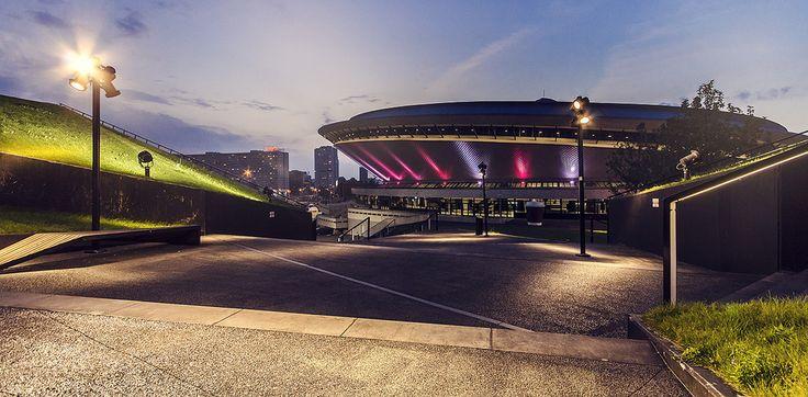 """Spodek i Międzynarodowe Centrum Kongresowe w Katowicach.  """"Saucer"""" hall and the International Convention Centre in Katowice."""