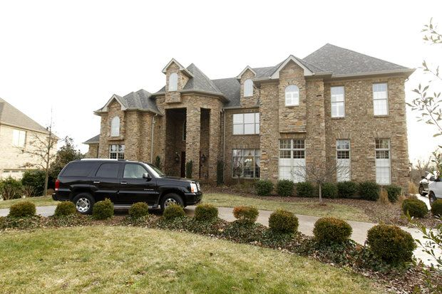 Story: UK football coach Mark Stoops buys Beaumont house for $ 1.45M