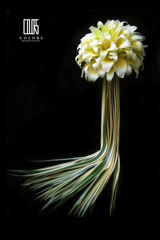 『ユリの花びらを重ね合わせたブーケ』