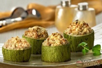 Receita de Abobrinha recheada com ricota e atum em receitas de legumes e verduras, veja essa e outras receitas aqui!