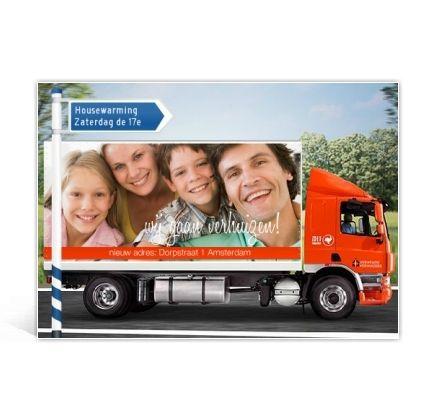 Verhuiskaart met verhuiswagen en bord