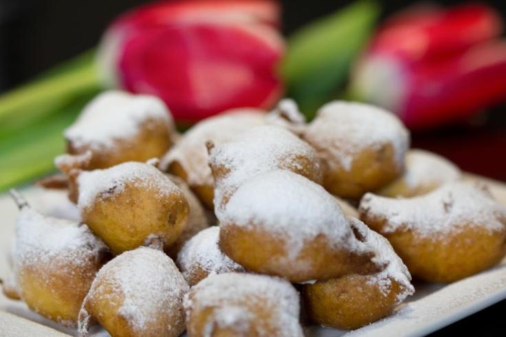 """Bom dia! O Carnaval na Italia já começou, celebramos com as fantasticas """"Frittelle con uvetta""""!!"""