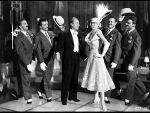"""Doris Day - You Are My Sunshine - ver link = http://jesselopes10.blogspot.com.br/2012/03/o-genuino-vencedor-em-todas-as-areas-da.html  **** Melhor é levantar e se arrumar. Colocar a """"cabeça no lugar"""" e caminhar, na certeza de q pela pela fé, todas as coisas vão se ajeitar."""