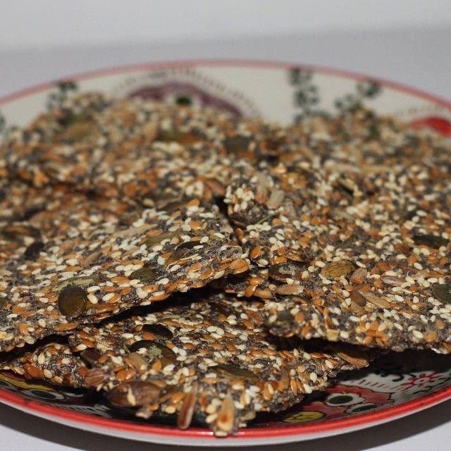 Sprøde knækbrød med chiafrø og rosmarin