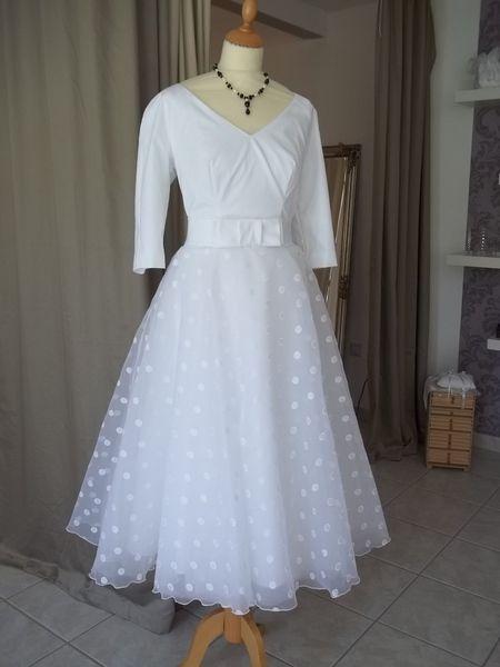 Kurzes+50er+Jahre+Hochzeitskleid+mit+Ärmeln++von+Maßgeschneiderte+Mode+&+Accessoires+für+festliche+Anlässe+auf+DaWanda.com