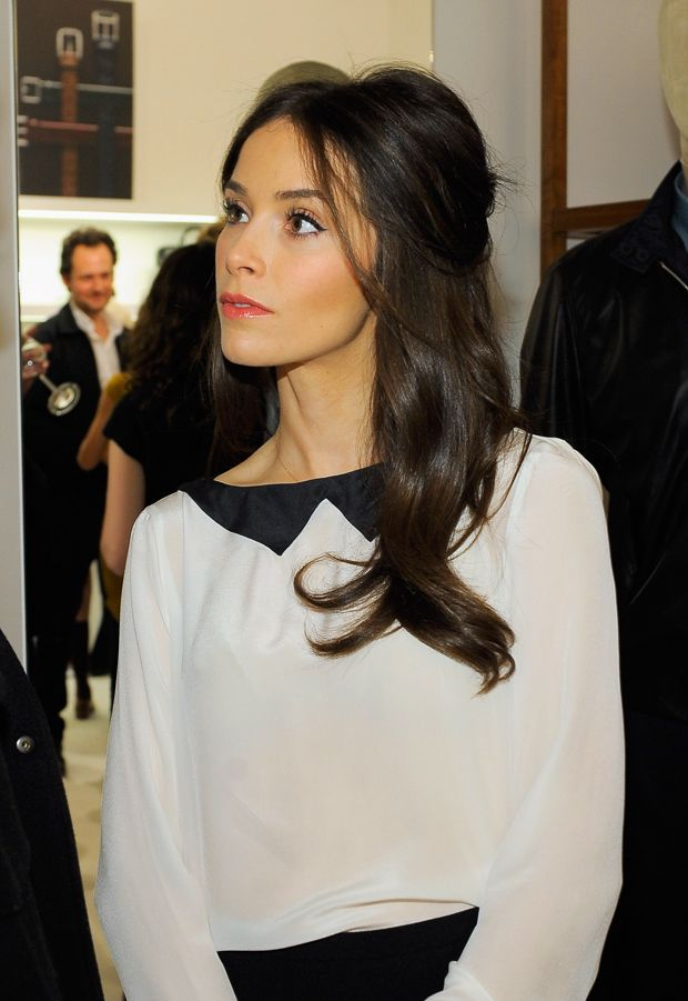 Abigail Spencer -- Love the hair and makeup. Very simple but looks fantastic.