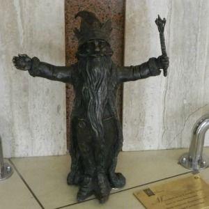 A heartily-welcoming gnome - Wrocław, Poland  Serdeczniś - Pasaz grunwaldzki  Wrocław, Polska