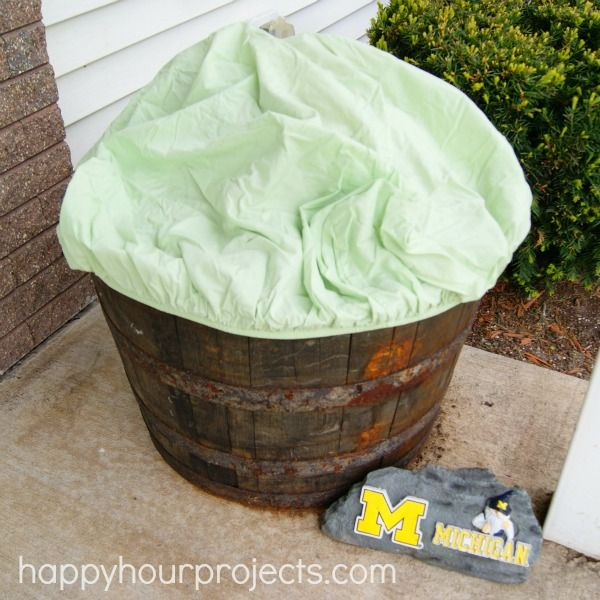 Tip for protecting your planters from frost: use a crib sheet! #DigIn #ad