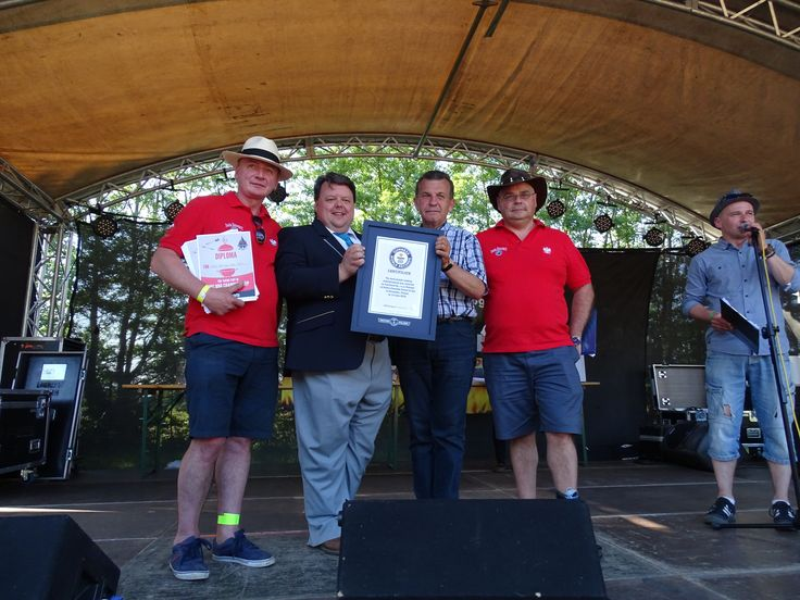 """13.06.2015 r. - w ramach imprezy """"Mistrzostwa Europy w BBQ 2015"""" - odbyła się próba ustanowienia rekordu Guinnessa w kategorii """"Największa ilość osób grillujących jednocześnie"""".  Organizatorem wydarzenia była Dolina Charlotty Resort & Spa. Rekord ustanowiły łącznie 2853 osoby!"""