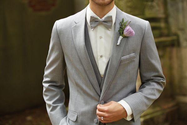 Imagen 136 Traje de novio en gris claro con accesorios en la misma tonalidad   HISPABODAS
