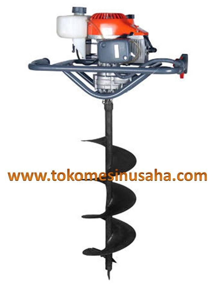 Mesin Bor Tanah DZ-52 ini biasanya digunakan untuk membuat lubang yang akan ditanami bibit bohon, misalnya bibit karet, bibit sawit, bibit jati, bibit sengon dan lain-lain. Selain untuk membuat lubang untuk menanam bibit DIP. Mesin Bor Tanah ini juga digunakan untuk membuat lubang-lubang peresapan di tanah keras.  Spesifikasi : Type          :  DZ-52 Isi yangki  :  1,2 L Berat         :  14 Kg