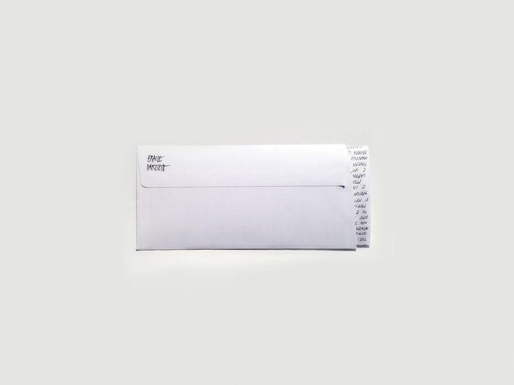 SOSTANZE - DISTANZA ERACLE DARTIZIO Technical pen, carta traslucida, busta commerciale. Lettera 210x270mm - busta 230x110mm. Collezione di 116 lettere scritte a mano e spedite ad indirizzi casuali.