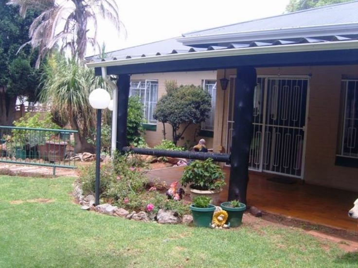 3 Bedroom home for sale in sought after Discovery.  3 Living areas with a study and a pool!   Web ref 659048