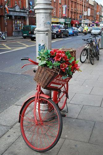 Se servir d'un vieux vélo pour faire une pancarte extérieure ?