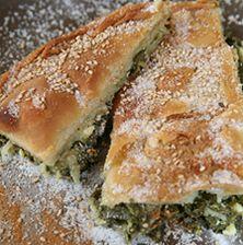 Μια ιδιαίτερη πίτα από την Τήνο που παίζει πολύ με τις υφές και τα αρώματα των χόρτων και της ζάχαρης