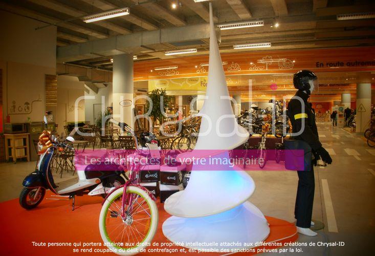www.chrysal-id.com A l'occasion de l'inauguration du magasin Altermove à Lille, ce dernier avait fait appel à Chrysal'ID. Pour les fêtes de fin d'année, Altermove renouvelle sa demande aux architectes de l'imaginaire, pour la mise en scène de leurs vitrines sur le thème de Noël.
