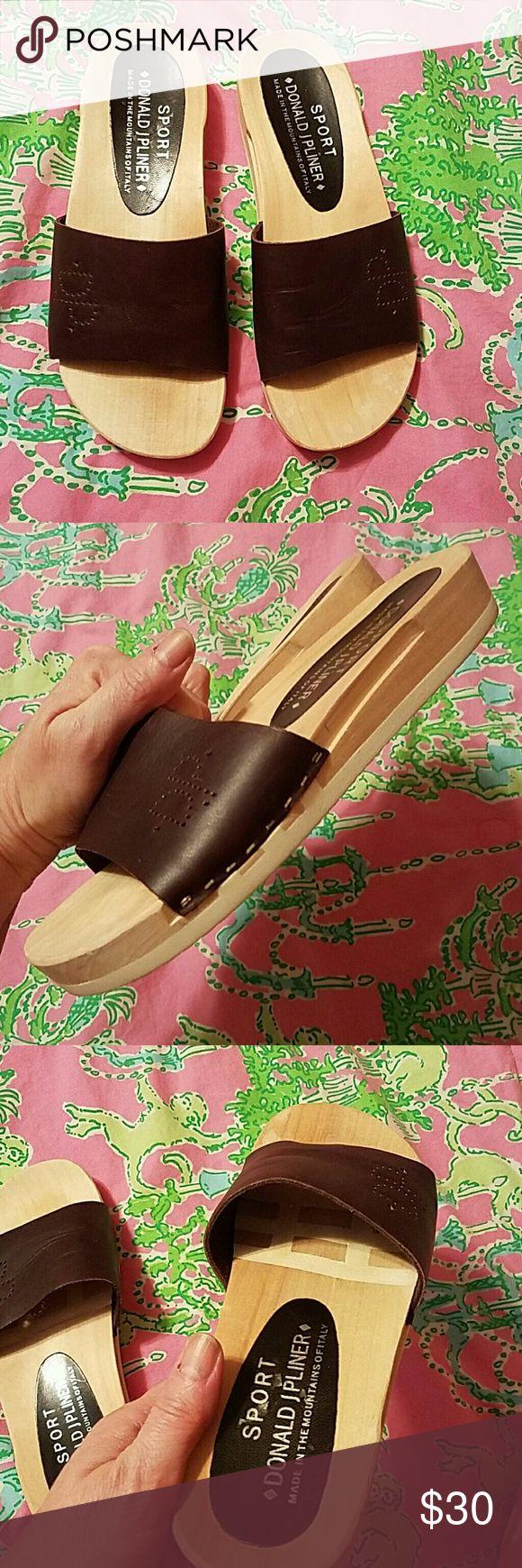 Donald J Pliner Sport sandals Really cute, flexible Donald J. Pliner Shoes Sandals