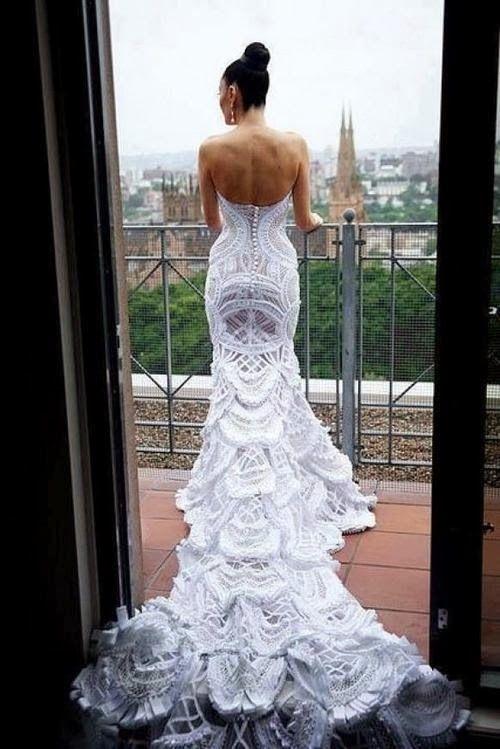 Peacock Wedding Dress | http://simpleweddingstuff.blogspot.com/2014/01/peacock-wedding-dress.html