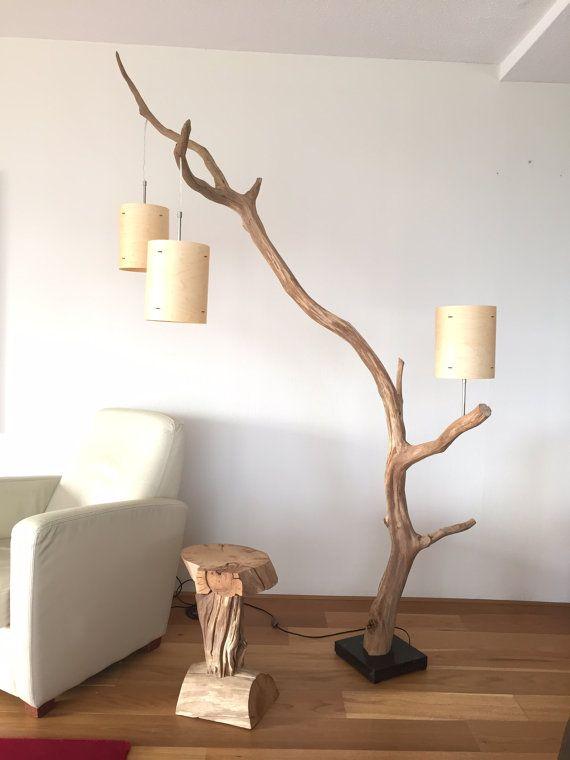 Lampadaire et lampe à Arc, tanné vieille branche de chêne, 222 cm de hauteur totale, livraison avec trois abat-jour placage bois naturel autour de 18 cm x 23 cm de hauteur. Cette lampe à arc est adaptée comme un pendentif et comme lampe de lecture, à côté de votre fauteuil. Pied de lampe est faite de Pierre sombre. La lampe est livré avec un plancher de gradateur. Cette lampe convient pour 110 volts, en combinaison avec un convertisseur continu-alternatif 110-220 volts. Disponible avec…