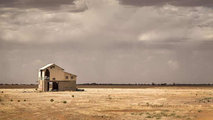 https://flic.kr/p/DWqsBZ | Empty | Abandoned building, somewhere north of Warracknabeal, Victoria, Australia
