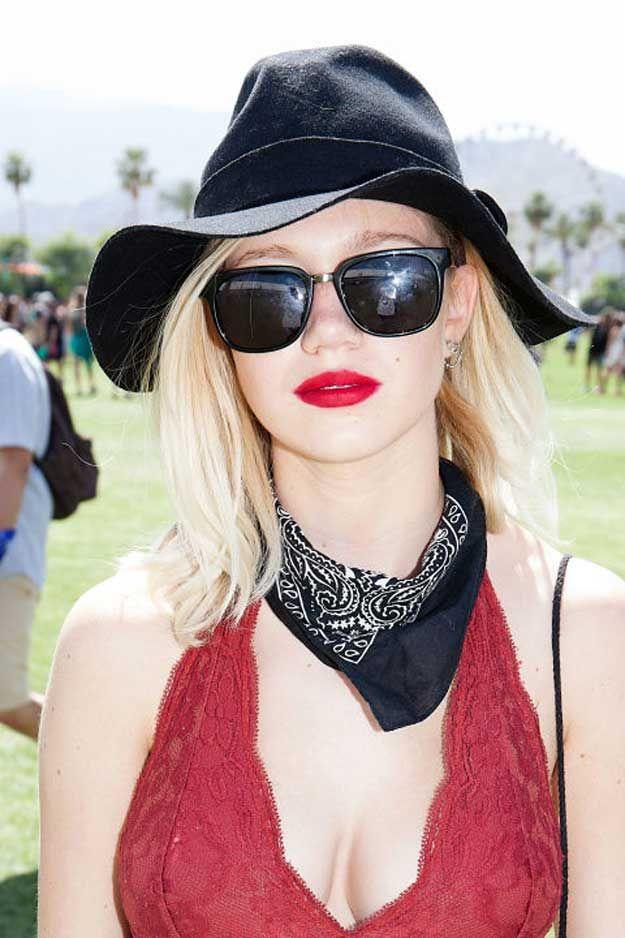Spring Outfit Ideas | Best Hair & Makeup from Coachella Weekend 1, check it out at http://makeuptutorials.com/beauty-coachella-weekend-1/