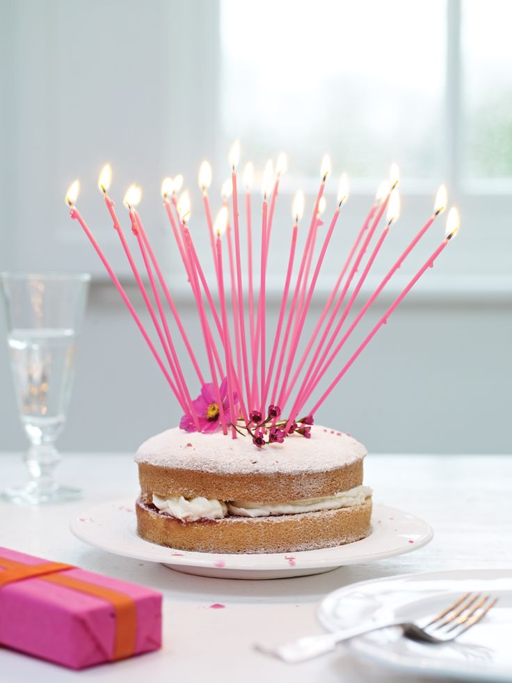 I want to put pink candles on a cake like this for Easter #Easter #Baking #Cake