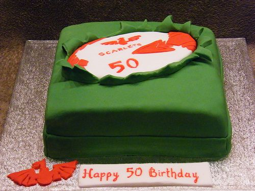 Scarlets rugby cake
